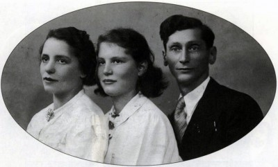 Dora Bruder med sine foreldre